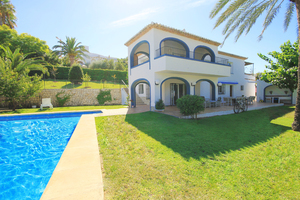 For Sale: Beautifully renovated large family villa with sea views, and...