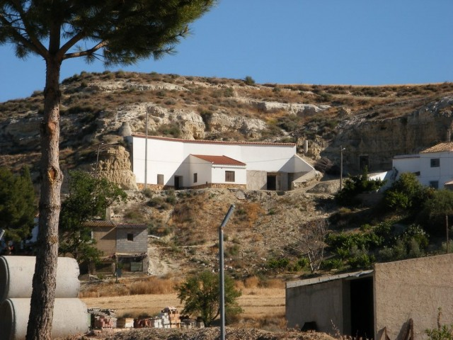 4 bedroom Cave House for sale in Cuevas del Campo