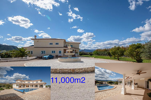 Large villa with 11,000m2 plot for sale in Javea