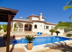 4 bedroom Villa to rent in Javea
