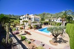 Villa for sale with separate guest suite in Javea.