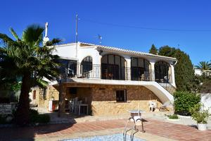 Spacious villa of 300 m² construction, on a 1,000 m² plot, situated on...