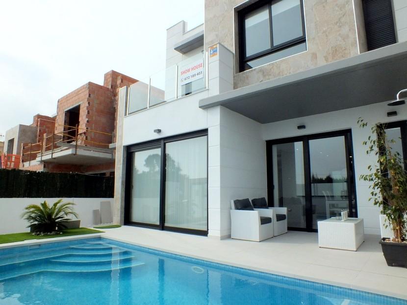 3 bedroom Villa for sale in Campoamor