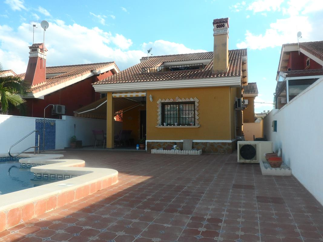 3 bedroom Villa for sale in El Raso