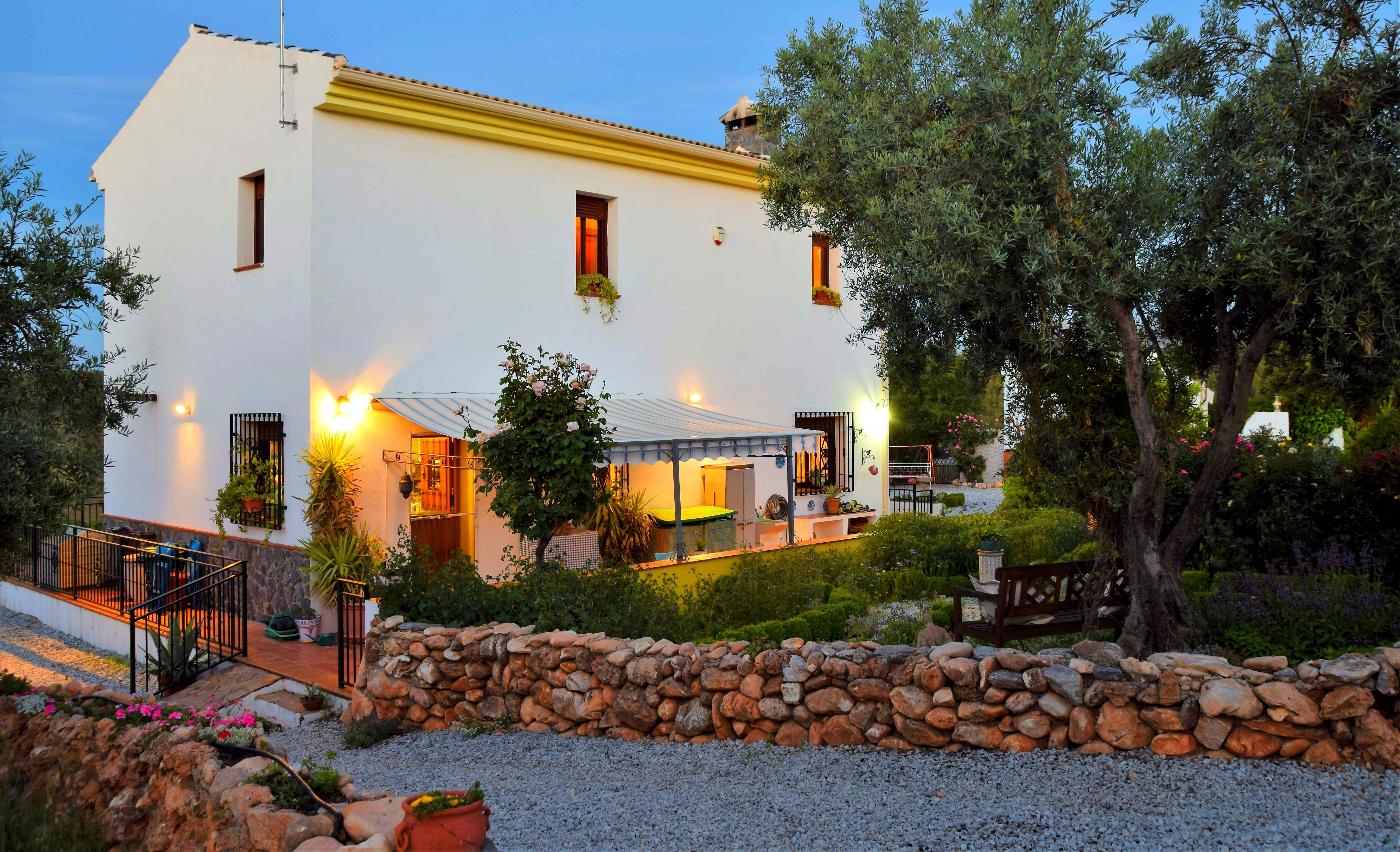 3 bedroom Finca for sale in Alhama de Granada