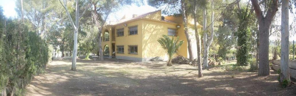 6 bedroom Villa for sale in Gilet