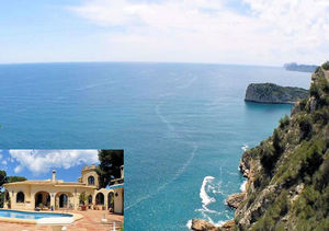 Javea sea front property for sale with guest apartment