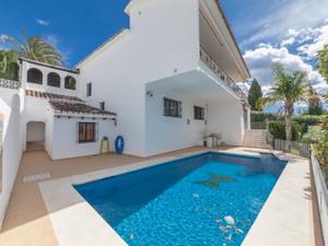 5 bedroom Villa for sale in Estepona